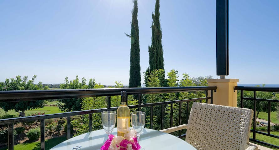Beautiful 1 bedroom apartment 'A12' with stunning golf views, communal pool and resort facilities, Aphrodite Hills Resort