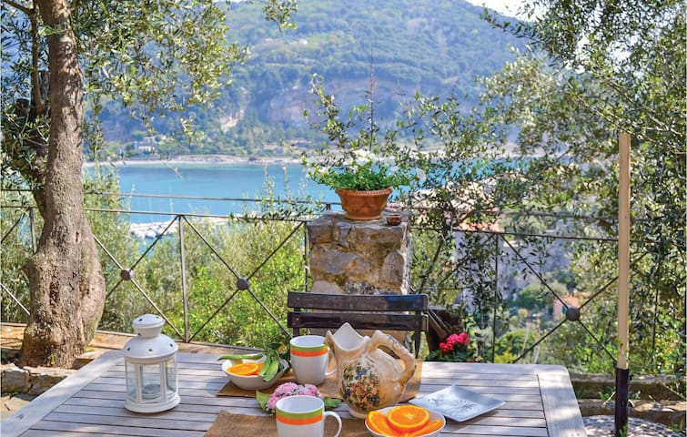 Holiday cottage with 1 bedroom on 65 m² in Portovenere SP