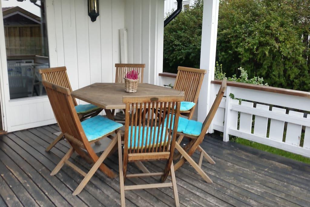 Skjermet veranda med havutsikt