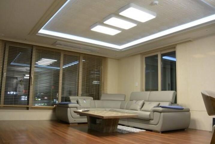 Luxury APT only female Cozy house near JINHAE