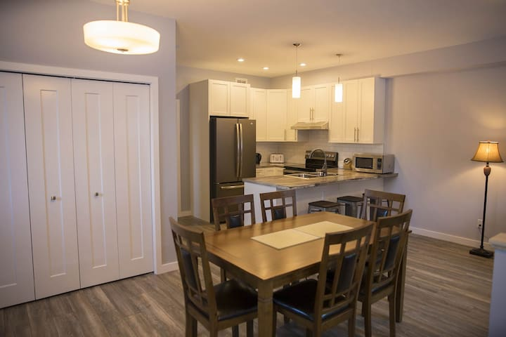 Deluxe 4 Bedrooms townhouse in Downtown Whitehorse
