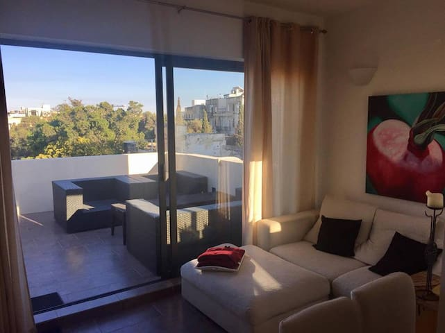 Lovely bright St Julians flat - Saint Julian's - Apartment