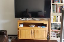TV with ethernet cord and HDMI plug available. Table rises up and is adjustable