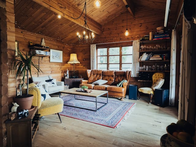 The Wolf's Shack - Welcome To Cozy Cabin Life.