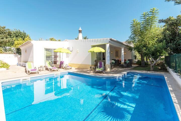Charming Sunny Villa   Private Pool  Sleeps 4/5