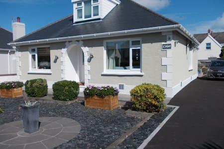 L'Abri - double bedroom & own bathroom Guernsey