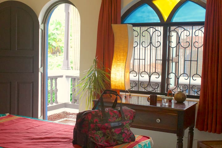 TAMARIND - Private Bedroom in Villa - North Goa
