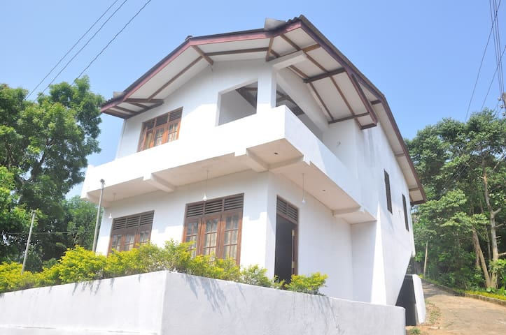 Pearl House & Resort,Weligama#8 Person - Weligama - Casa