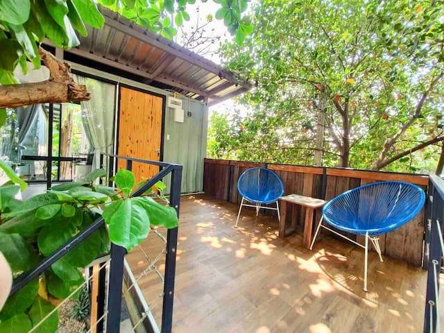 10 min to Old City Backyard RiverView 2BR house
