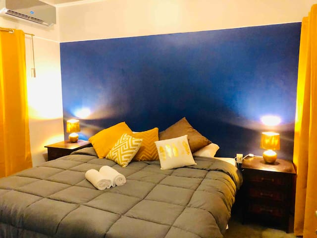 Beautiful Room with Huge Bed in the City