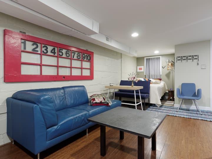 Private, clean & cozy Roland Park apartment