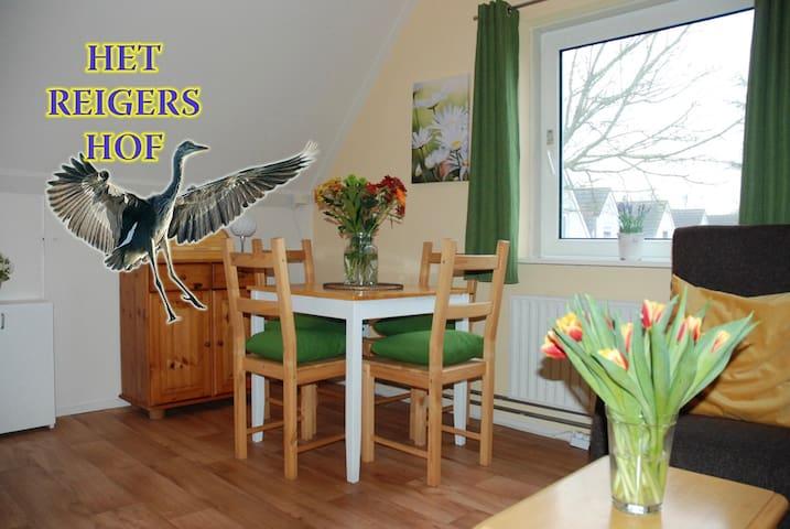 Appartement met tuin en vis steiger.