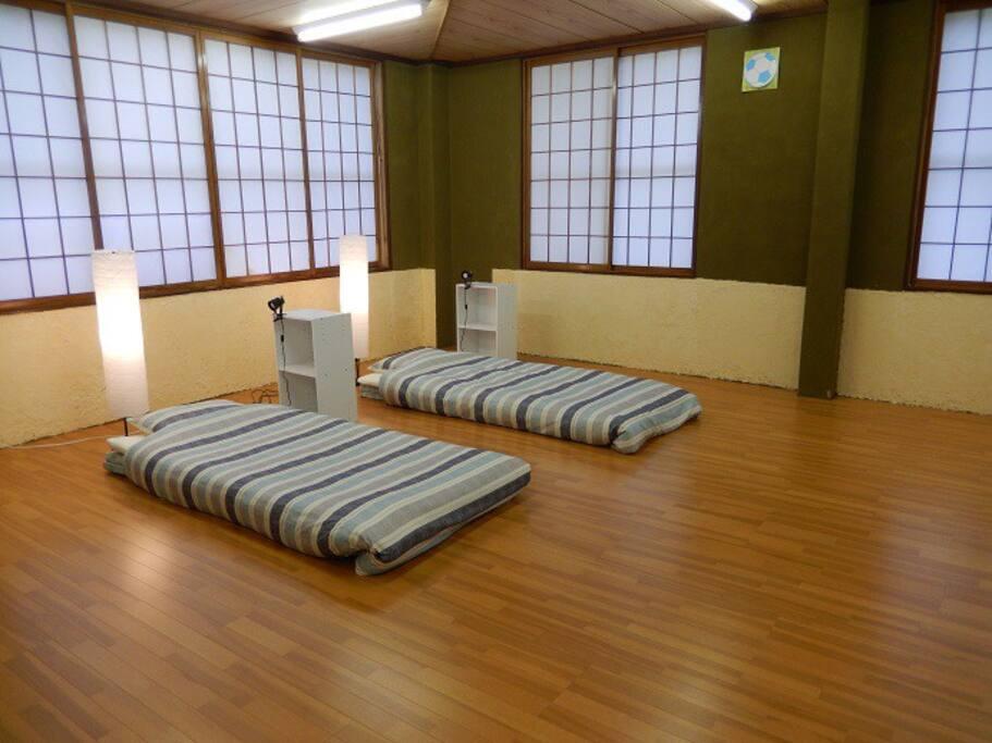寝室/Spacious Sleeping room