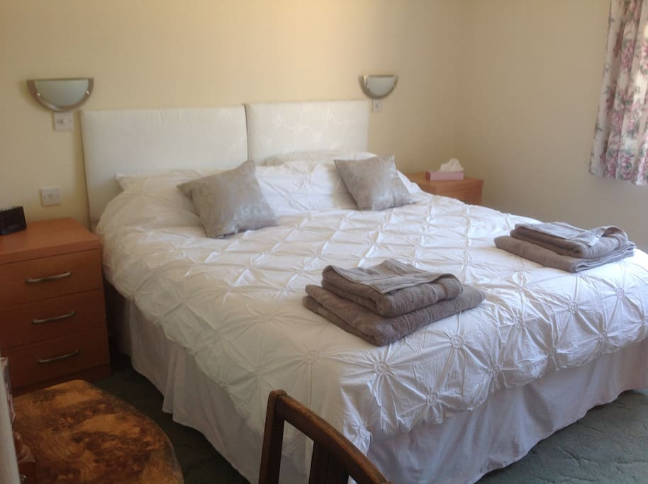 Bedroom set with zip and link beds together. Can be 2 singles.