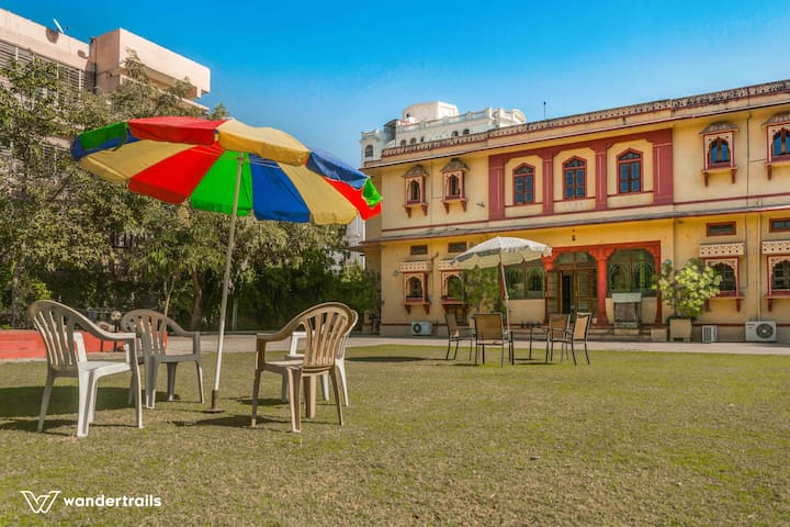 And is situated in a 1 acre plot in Jaipur <10 kms from most of the popular tourist spots