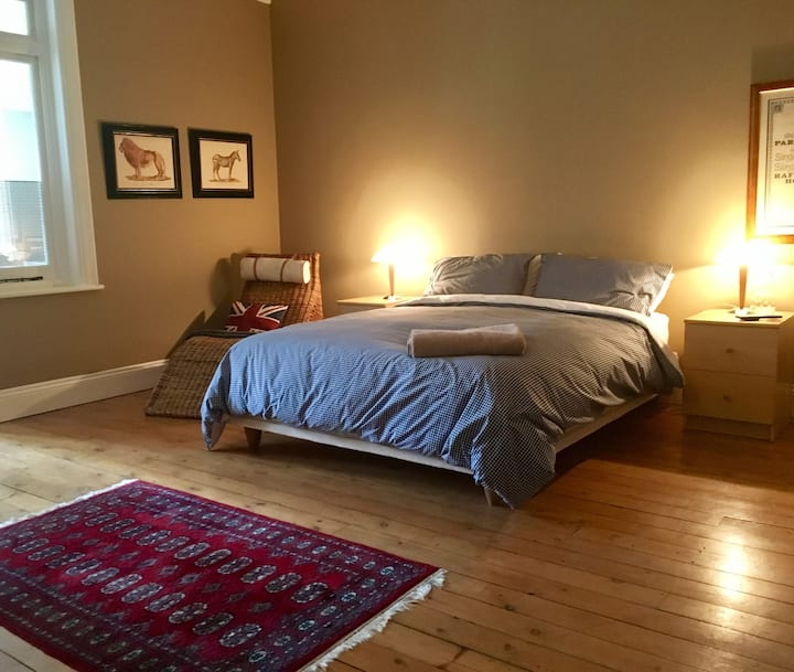 Homely, Comfortable & Central inc' light breakfast