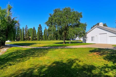 BEAUTIFUL COUNTRY COTTAGE GET-AWAY - Elk Grove - บ้าน