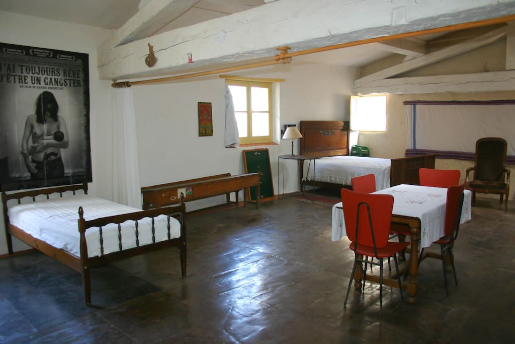 Studio atypique appartements louer crest auvergne for Studio atypique