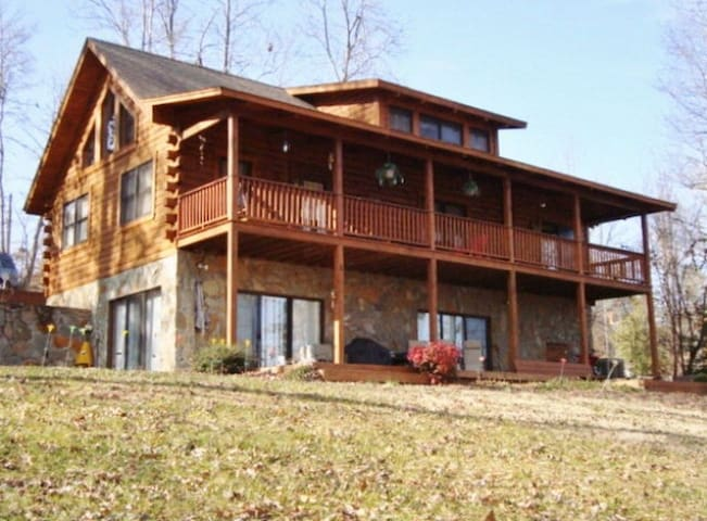 Lake Gaston Waterfront Log Cabin - Bracey - Rumah