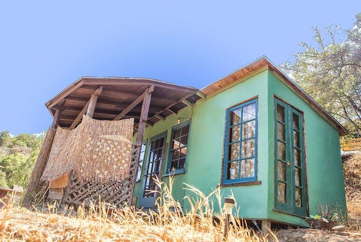 Quaint Cabin in Topanga Mtn Village
