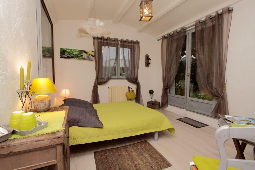 chyambre double sable chambres d 39 h tes louer la colle sur loup provence alpes c te d. Black Bedroom Furniture Sets. Home Design Ideas
