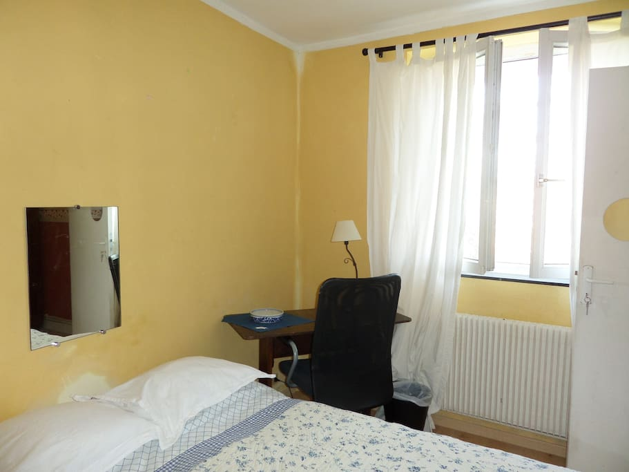 Chambre une personne bed breakfasts for rent in for Chambre yvette