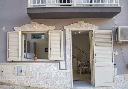 Private, modern & central 3BR apt near Agrigento