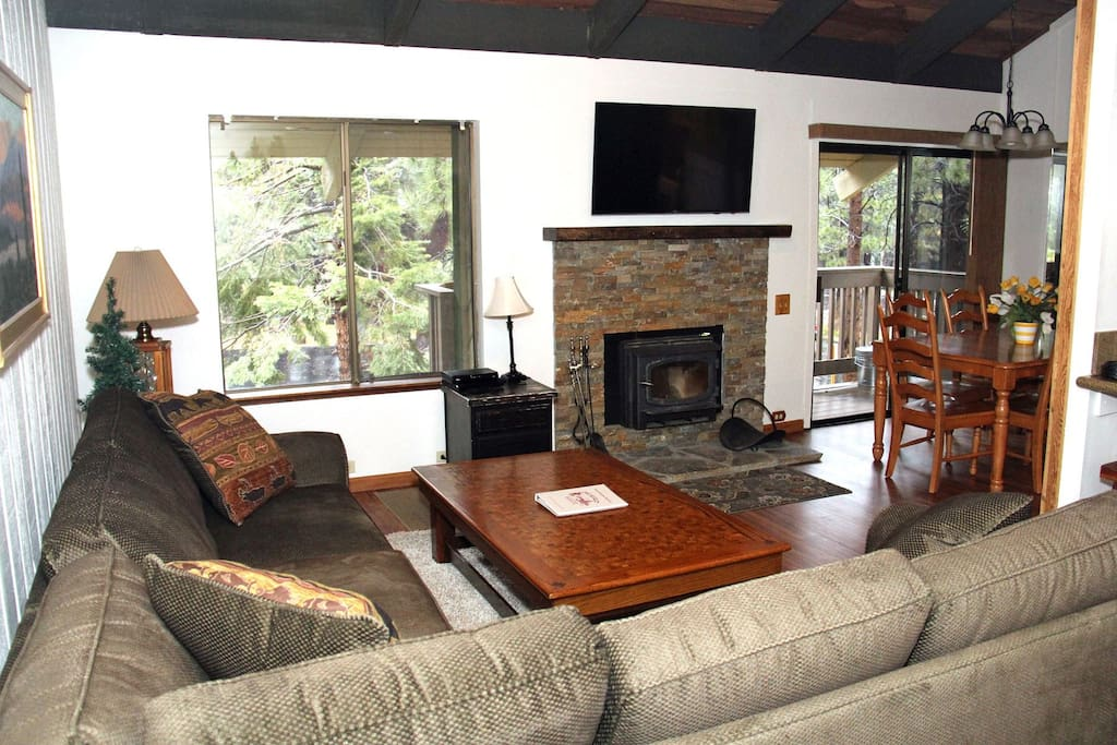 Mammoth Lakes Rental Sunshine Village 150 - open area living room towards the dining area
