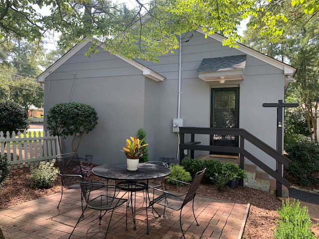 Charming, newly updated Downtown Cottage