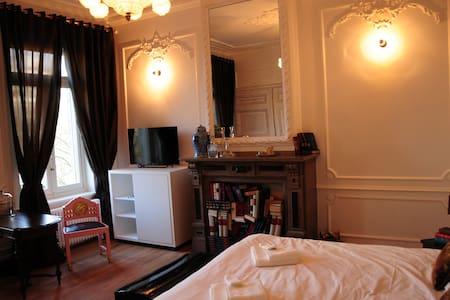Sleep in a Fin-de-Siècle mansion - Antwerp