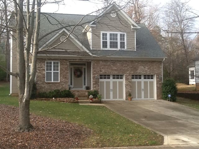 Great Charlotte location! - Charlotte - House