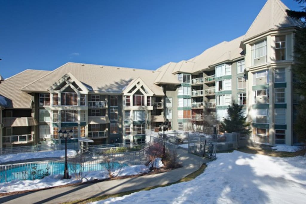 Ski in, ski out, pool & hot tub slopeside.