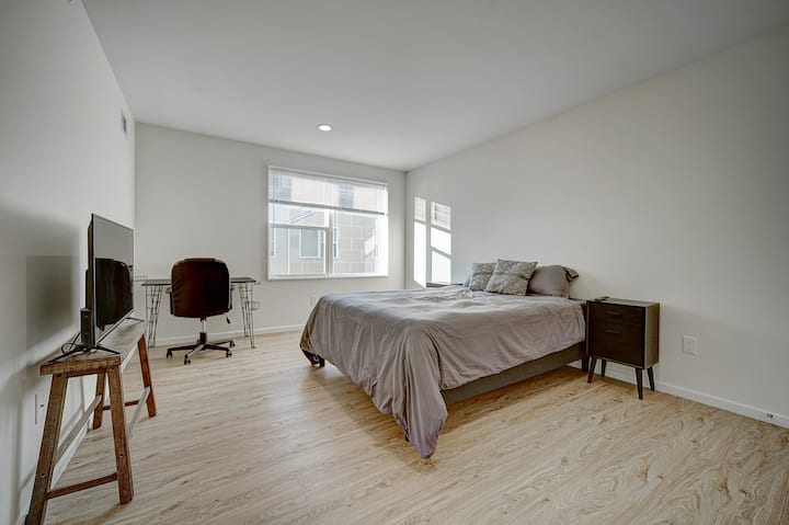West Philly Gem | Peaceful Private Room