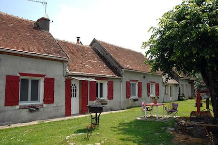 Bloux Grass - Lurcy-Lévis - Bed & Breakfast