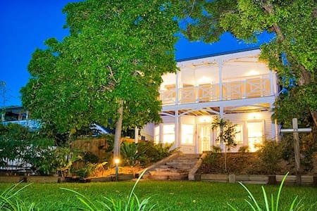Beautiful serene cottage close to everything - Indooroopilly - 独立屋