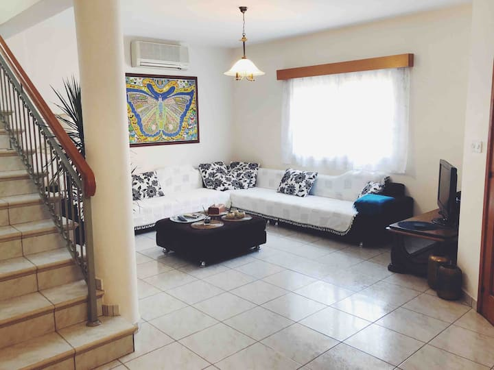 Quiet Villa by the Beach | Seasonal Discounts