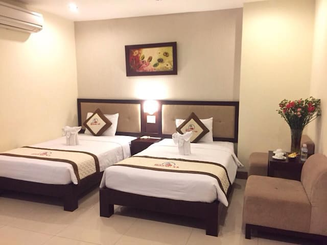 Private room, twin bed, close to the Đà Nẵng beach