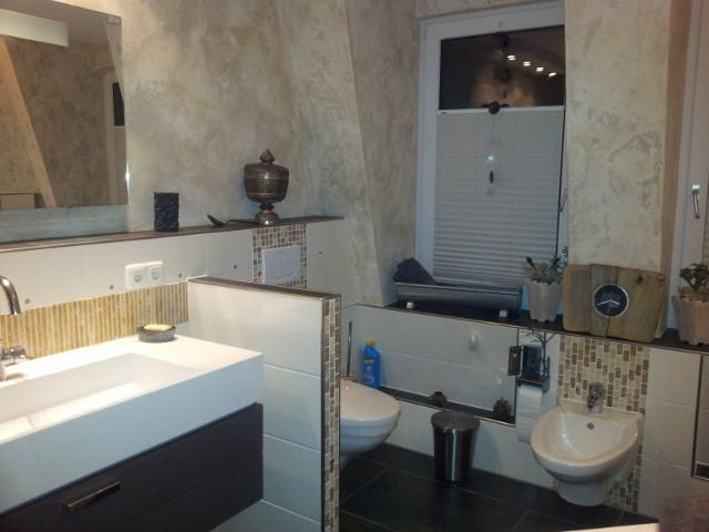 Badezimmer mit großem Waschtisch,Bidet ,WC und begehbarer Dusche...