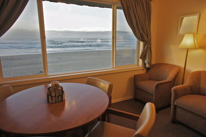 Friends & Anemones- Oceanfront Fun! - Lincoln City - Apartment