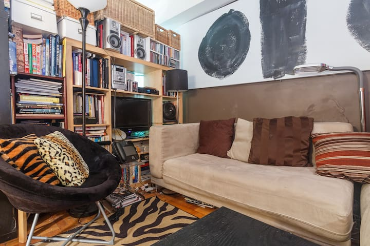 Lux DM CONDO converted 2br midtown available July - Nueva York - Bed & Breakfast