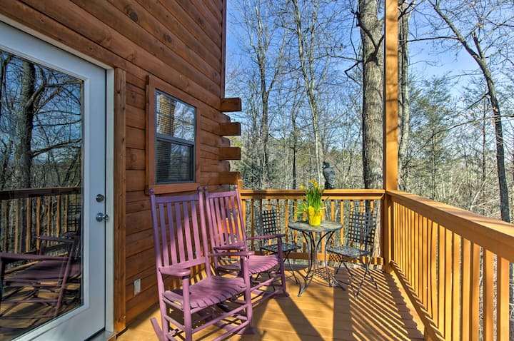 Studio Cabin w/ Loft + Hot Tub < 5 Mi to Downtown!