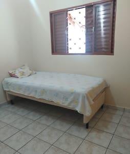 Casa domiciliar com quarto privativo