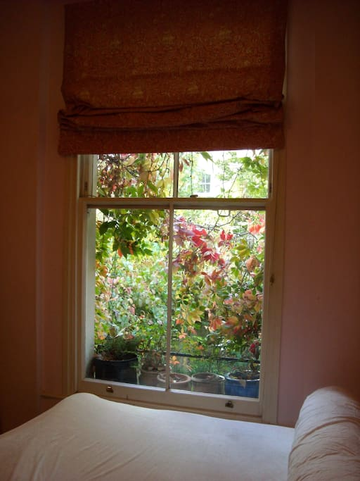 sorry, a sideways picture of the bedroom - with the view over the garden. The windows are huge ..