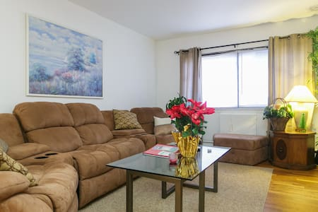 Private Apt. 1 Queen Bed Only 12 miles to NYC!! 2C - Yonkers - อพาร์ทเมนท์