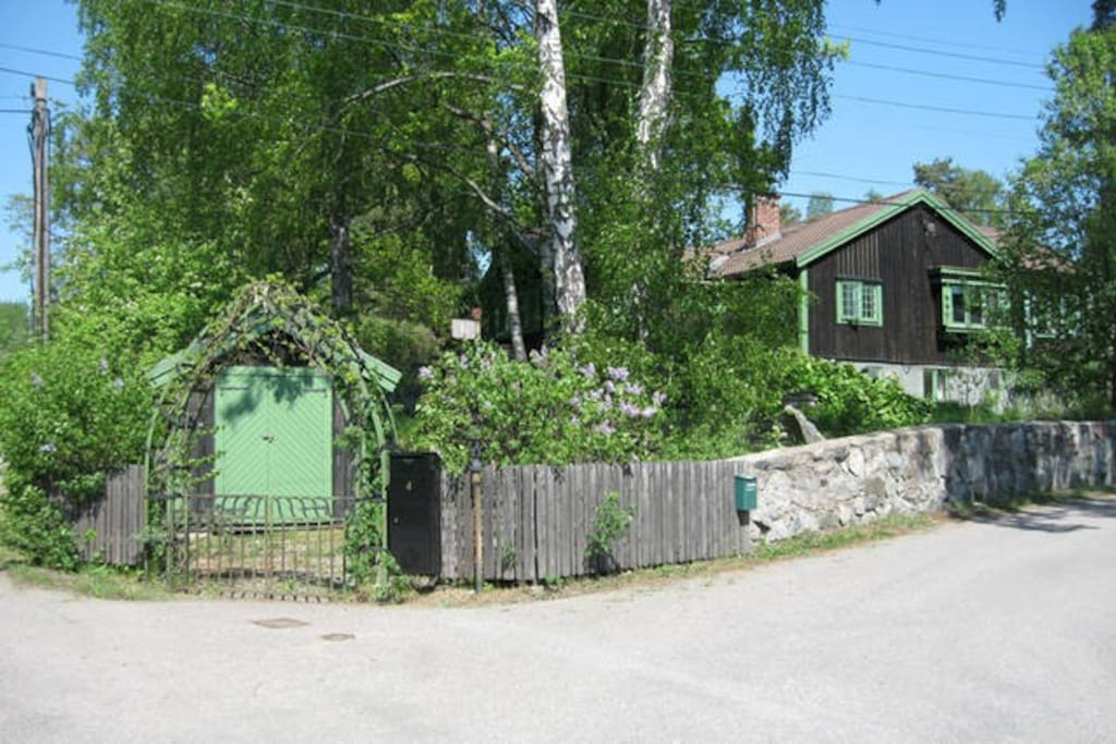 Entrance from the street in the summertime.