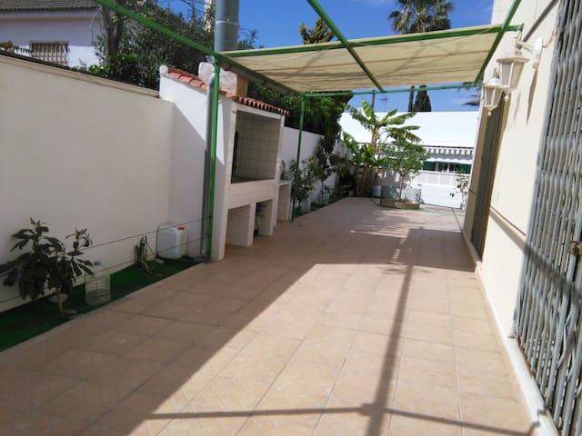 House - 200 m from the beach