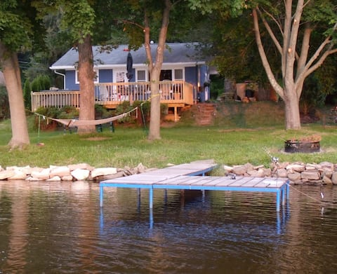 Quietwater Cottage-On the Water, Nature, Hot Tub!