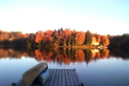 Beau chalet bord lac  & ski 10m. - Huis