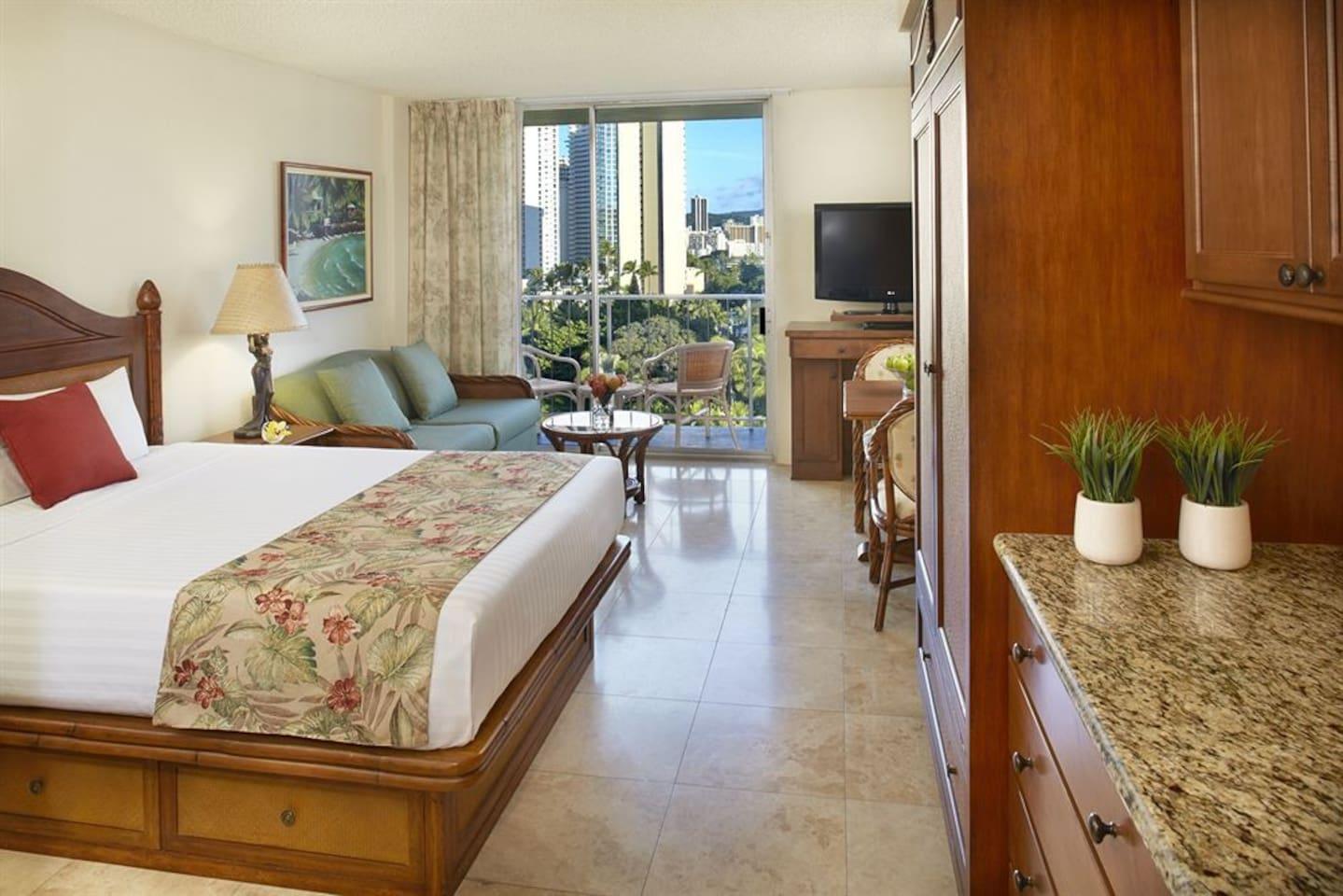 Comfortable firm King bed, clean modern Hawaiiana look