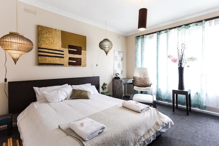 Gorgeous & eclectic 3 bedroom home - Tullamarine - Hus